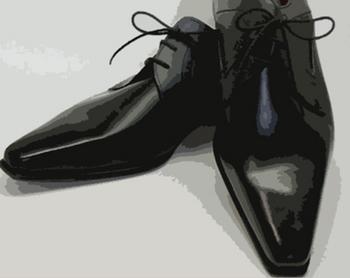 先のとがった靴