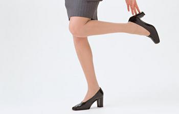 ハイヒールを履いている女性